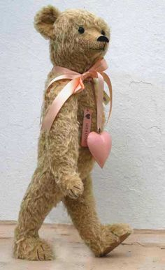 I love old teddies, have to leave my big collection of antique teddy bears behind to auction in England, in order to raise the money to come and live here in America.