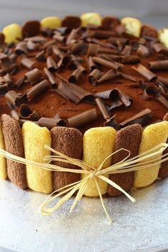 La Trappola Golosa : Torta tiramisù e buon compleanno La Trappola Golosa : Torta tiramisù e . Cake Recipes, Dessert Recipes, Desserts, Cake Cookies, Cupcake Cakes, Charlotte Dessert, Greek Dinners, Torte Cake, Plum Cake