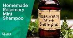 Shampoo can contain harmful chemicals. Instead, try this homemade rosemary mint shampoo recipe! It's easy to make, can help thicken hair and reduce dandruff DIY natural organic Diy Shampoo, Homemade Shampoo, Homemade Deodorant, Homemade Hair, Homemade Products, Diy Products, Mad Hatter Kostüm, Johnny Depp, Hair Thickening