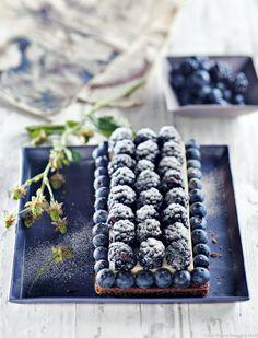 Tarte aux mûres et myrtilles sur sablé breton et crème prise à la pâte d'amande