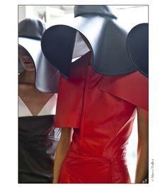 En backstage du défilé J.W. Anderson printemps-été 2015 http://www.vogue.fr/mode/inspirations/diaporama/fwpe2015-en-backstage-du-defile-j-w-anderson-printemps-ete-2015/20307