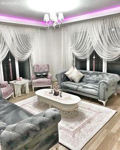 Mavi ve pembenin hem huzur veren, hem de sıcak hissi. İnce detaylara sahip oval mobilyaların zerafeti.. Ezginur hanımın salonu hem tatlı, hem de şık. Oval ve yuvarlak mobilyalar, ortamın çehresini yum...