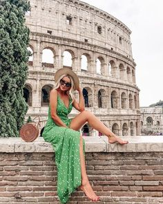 Rome Italy is one of the most popular traveler destinations in the European Union It is the capital city of Italy Rome Italy Photography. Rome Italy is one of the most p Europe Outfits, Italy Outfits, Rome Travel, Italy Travel, Rome Italy Attractions, Trendy Summer Outfits, Travel Outfit Summer, Eurotrip, Insta Photo