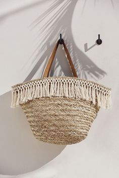 Looking for the best straw handbag? These 10 most popular totes and bags complement any summer outfit. Click now to view the top-ranked products of the season! Summer Bags, Summer Time, Summer 2015, Men Summer, Style Summer, Summer Sun, Summer Wear, Mode Turban, Basket Bag
