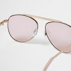 Rose gold frames Aviator style Brow bar detail Pink clear lenses Filter category 1 Complies with EN ISO 12312-1:2013 / EN ISO 12311: 2013 Protects against UVA/ UVB