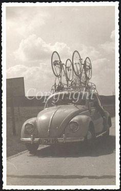 Foto VW Käfer mit Fahrradträger Oldtimer Radrennen Salzgitter 1957