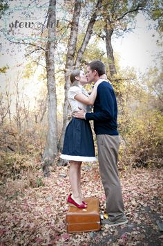 THIS IS SO DARN CUTE. I JUST.......gahhh! Engagements - Vintage Suitcase