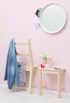 Two in one: ein zersägter Stuhl ergibt einen Herrendiener plus Ablagetisch. Diy, Diele, Garderobe