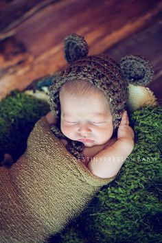 Newborn boy photography bear hat © Destiny Frye Photography www.destinyfryephotography.com
