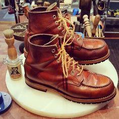 "Reposting @schuhgott_custom_shoe_repair: ... ""always a good choice, leather care @emmaopitzlederlinge 👌#custom #resoled #redwing #moctoe #leathermidsole #leatherheels #waxpolish #lederwichser #cobbler #madeingermany #shoerepair #schuhgott #shoerepairservice #leathercare #redwingheritage #redwingboots #redwings #myredwings #redwingshoes #newstyle #handmade #redwingshoerepair #redwingcologne"""