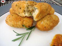 Crocchette di cavolfiore. Si possono aggingere anche delle patate lessate e schiacciate e del gorgonzola.