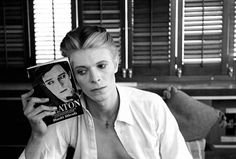 awesome people reading - Bowie!