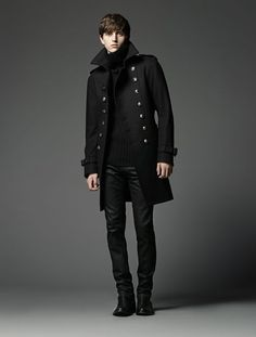 The high collar of the coat and turtle neck are what really drew my attention to this. You don't see turtle necks for men that often in department stores. I don't.