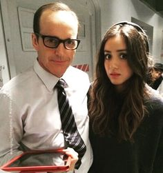 Clark Gregg Estos dos tienen una química genial!  @clarkgregg #clarkgregg #agentsofshield #chloebennet #bts #sexy #suit #smile #handsome #style #follow #director #actor #writer #fandom #philcoulson #directorcoulson #daisyjohnson #skye #instacool #elegant  #instagood #fashion #lovehissmile #swag #marvel #bamf #beautifuleyes  #sweet