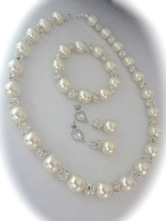 Pearl necklace // Brides necklace // by QueenMeJewelryLLC on Etsy