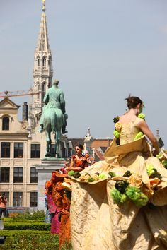 Festival Fête de l´Iris - Iris Feest in Brussels, Belgium, with street theater, parades, concerts, music & food festivals and much more fun!