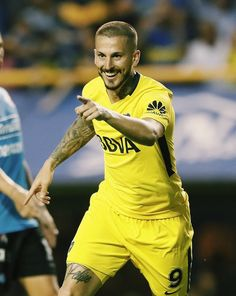 Diario Benedetto; Boca Juniors vs. Belgrano Messi, Football Players, Soccer, Squad, Hs Football, Football Pics, Argentina, Sports, Soccer Players