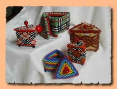 Box beaded bead box scheme. A box comes up saying inappropriate content, but I went anyway, this is just a tutorial in Russian and it is perfectly OK. Lots of photos and it needs translation.