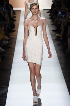 See all the Collection photos from Herve Leger By Max Azria Spring/Summer 2016 Ready-To-Wear now on British Vogue Fashion Week 2016, Runway Fashion, High Fashion, Fashion Show, Max Azria, Spring Summer 2016, Spring Summer Fashion, Vogue, Podium