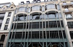 La rue Réaumur fut au début du 20e siècle un véritable laboratoire de l'urbanisme parisien post-Haussmann après les nouvelles réglementations de 1882, 1884 et 1902. Parmi les dizaines d'immeubles d'exception qui jalonnent la rue se trouve au n° 124 un bâtiment caractéristique des constructions industrielles Art Nouveau.  Ses éléments les plus originaux sont l'ossature apparente en acier,  les bow-windows suspendus du 4e étage ainsi que l'apparition de la brique au 5e étage.