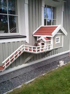 This little cat house is soooo adorable. The only downfall is that it is not totally enclosed so the kitties still can roam freely outside which, for me, is a no-no. Outdoor Cats, Outdoor Decor, Cat House Outdoor, Animals And Pets, Cute Animals, Funny Animals, Cat Room, Pet Furniture, Dog Houses