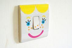 Redonnez de la vie à vos interrupteurs qui sont toujours avouez-le en grand manque de vivacité. Parfait pour les chambres d'enfants ces autocollants « Light Up Your Mood » sont une création du designer britannique Henrietta Swift. Si c'est pas bien pensé??...