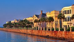 Heading to Charleston, South Carolina? A 72-Hour Weekend Guide by Charleston local, Ashley Rogers - the best things to eat, see and do during your visit!