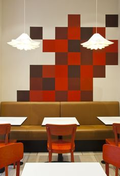 Cafe Spreads  ( A planning don't. Customer seated on the booth must sit on the joint between two booth banquette segments )