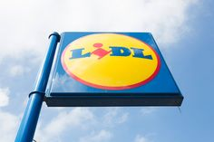 I don't often shop in Lidl, because I am a fan of the online shop. But when I do I often find a save money. Anyway below is a list of Slimming World friendly foods available from Lidls. I am updati… Slimming World Books, Slimming World Shopping List, Slimming World Syns List, Weight Watcher Shopping List, Food Shopping List, Aldi Shopping, Slimming World Recipes, Grocery Store, Lidl