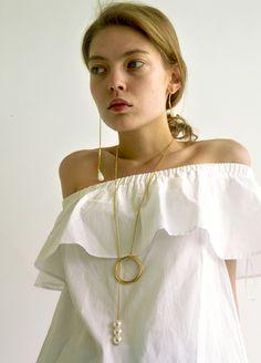 Material: brass, 18k gold plate, swarovski pearl / Size: length 93cm