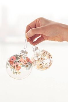 10 Gorgeous Homemade Ornaments You Can Make with Simple Glass Ornaments, DIY and Crafts, DIY Temporary Tattoo Ornaments Diy Christmas Baubles, Noel Christmas, Christmas Projects, Winter Christmas, Holiday Crafts, Christmas Bulbs, Christmas Decorations, Christmas Ideas, Homemade Christmas
