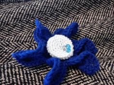 Big blue crochet brooch jewelry for winter coat: white blue in star shape with crystals
