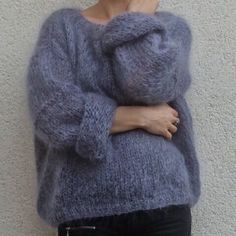 Discover thousands of images about Tricolyne: Mon premier pull / Le pull de danseuse ! Knitting Patterns Free, Hand Knitting, Pull Angora, Mohair Sweater, Gray Sweater, Warm Sweaters, Loose Knit Sweaters, Knitting Projects, Knitwear