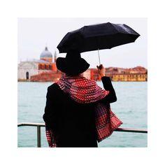 Bon dia! Buenos días! Good morning!  ☂ Nova col·lecció de #EpiceParis   ☔️ Nueva Colección de @EpiceParis   http://en.epice.com/w1617-women/   📷Photo Credit Épice   #bufandas #bufandes #scarf #scarfs #epice #newcollection #fw1617 #fw1617collection #accessories #women #picoftheday #shopping #proteabdn #boutiquestyle #badalona proteabdn.com