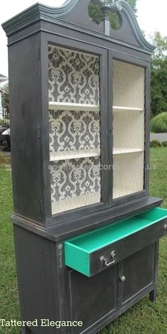 Lincoln's Hat China Cabinet  I like the idea of putting a texture in the cabinet. Also like colored drawer idea. Tattered Elegance: Lincoln's Hat China Cabinet  http://www.coolhomedecordesigns.us/2017/06/21/lincolns-hat-china-cabinet/