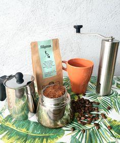 Nuevo post en nuestro blog, nuestro café de Filipinas, Premium Benguet, traído en verde y tostado por Cero Coffee Roasters . Lee nuestro post para aprender más sobre este producto. 👇   #FilipinanMarket #gourmet #cafefilipinopremiumbenguet #cerocoffeeroasters #blog #nuevopost V60 Coffee, Coffee Maker, Blog, Kitchen Appliances, Gourmet, Philippines, Green, Coffee Maker Machine, Diy Kitchen Appliances