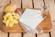 Tyhle vychytávky s mikrovlnkou ještě neznáte! Co třeba bleskové knedlíky? - Proženy Microwave, Dairy, Cheese, Food, Ideas, Essen, Microwave Oven, Meals, Thoughts