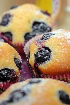 Áfonyás muffin - Főzni jó sütni még jobb Sushi, Muffin, Breakfast, Ethnic Recipes, Food, Morning Coffee, Essen, Muffins, Meals