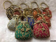 Potli Bags look very pretty and match with the traditional clothes at any wedding ceremony. Therefore, these can be n good wedding favour and will make all the ladies the happiest. inspiration indian Potli Bags Ideas for Indian Wedding Favours Indian Wedding Favors, Wedding Favor Bags, Indian Weddings, Bridal Clutch, Wedding Clutch, Vintage Purses, Vintage Handbags, Bridal Handbags, Potli Bags