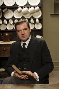 Brendan Coyle as Bates - Downton Abbey Series Part 4 Brendan Coyle, Downton Abbey Series, Downton Abbey Fashion, Episode 5, Period Dramas, Photos, Pictures, Character, Season 4