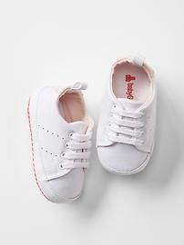 Lace-up tennis sneakers