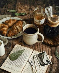 Breakfast Photography, Food Photography Tips, Coffee Photography, Tea Biscuits, Coffee And Books, Morning Breakfast, Aesthetic Food, Brown Aesthetic, Coffee Break