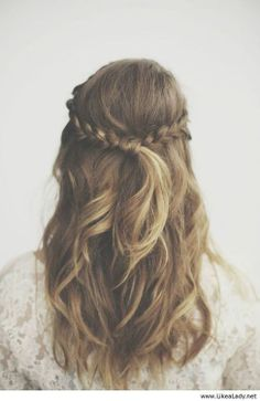 Cute hairstyle for medium length hair for homecoming.