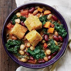 Here is a make-ahead chili that both meat lovers and vegetarians will love: It packs in all the classic flavors you want and is loaded with beans that Five Bean Chili Recipe, No Bean Chili, Chili Recipes, Soup Recipes, Vegetarian Recipes, Healthy Recipes, Bean Chilli, Recipies, Dinner Recipes