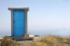 世界の最果てにある孤高の公衆トイレの写真14枚 - DNA