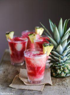 Rhum Malibu + jus d'ananas + crème de coco + fraises gelées en purée. (via thechicsite)