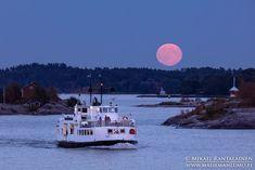 Fullmoon and Suomenlinna ferry from Allas Sea Pool terrace last week  - Mikael Rantalainen (@FinnishViews) | Twitter