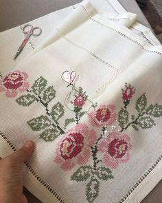 Cross Stitch Rose, Cross Stitch Borders, Cross Stitch Charts, Embroidery Stitches, Embroidery Designs, Bargello, Christmas Cross, Blackwork, Needlework