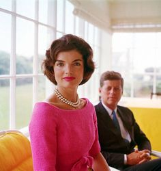 Jackie Kennedy - bright shift dress