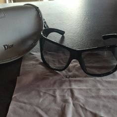 Je viens de mettre en vente cet article  : Lunettes de soleil Dior 110,00 €…